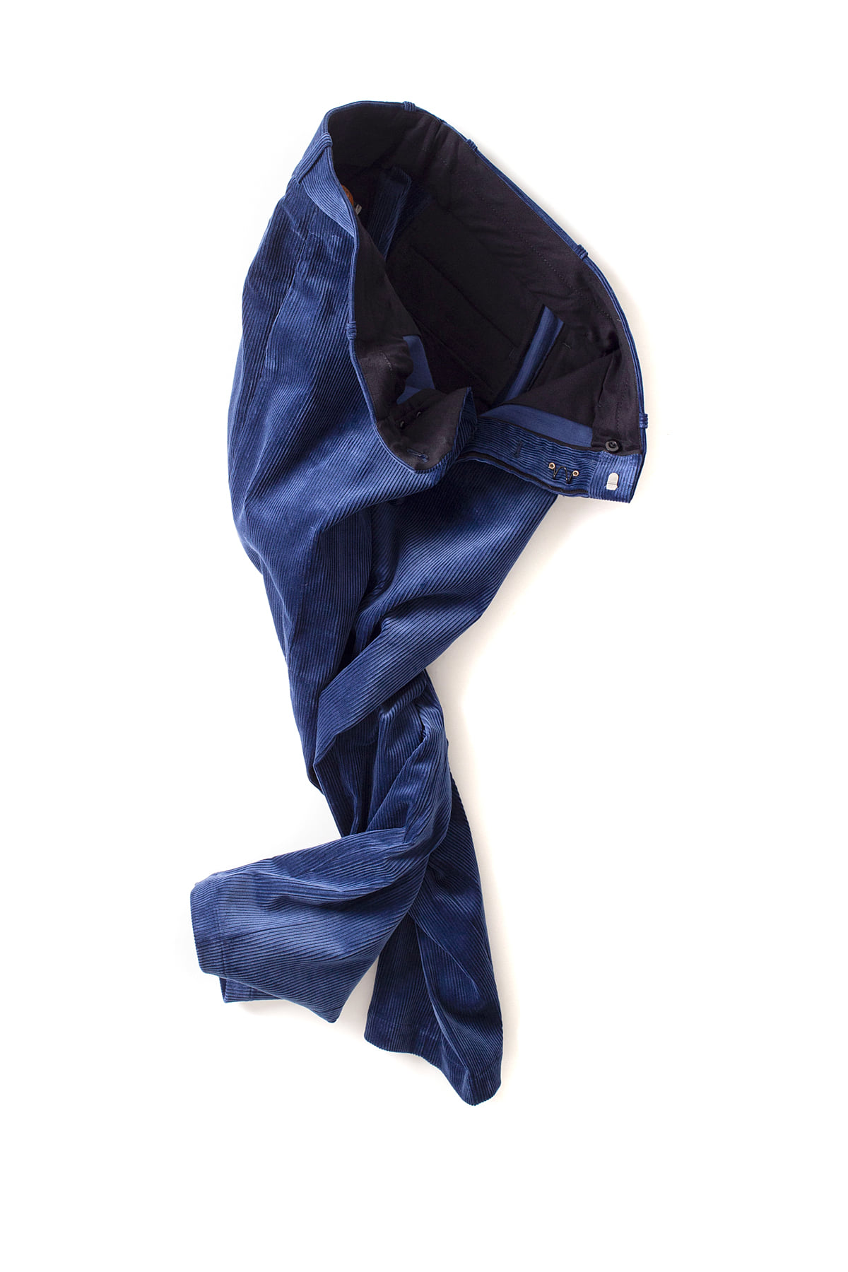 Scye : Corduroy Loose Fit Tapered Trousers (Blue)